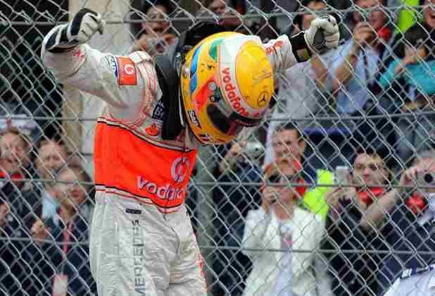 6 - Sob chuva, Hamilton bateu nas ruas de Mônaco e perdeu posições. Mas uma estratégia certeira da McLaren e uma atuação de gala deram vitória para o britânico