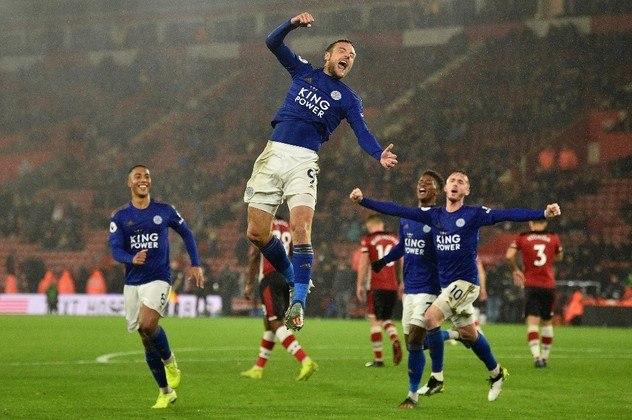 6º - Vardy - Leicester-ING - 19 gols (38 pontos) - Ídolo do Leicester, Jamie Vardy já foi eleito o melhor jogador da Premier League, em 2015/2016, mas nunca se sagrou artilheiro da competição. Com 19 gols, no entanto, o goleador ocupa o topo da disputa nesse momento.
