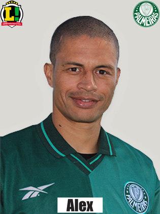 6,0 - Alex - Quase todas as bolas do Palmeiras passam por seus pés. Perdeu dois gols por excesso de preciosismo, mas colocou a vola no ângulo no segundo gol verde.