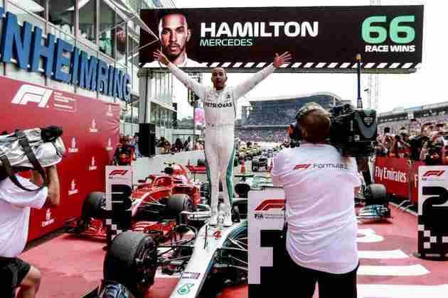 66 - Uma das vitórias mais especiais de Lewis Hamilton foi no GP da Alemanha de 2018. Largando em 14º, contou com o abandono do líder Sebastian Vettel e um acerto na estratégia. Vitória para virar a disputa do título