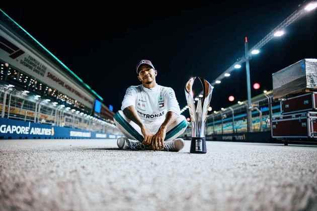69 - Uma pole incrível deixou Hamilton mais próximo da vitória no GP de Singapura de 2018. No domingo, ele garantiu o triunfo