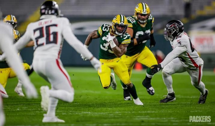 7º Aaron Jones: O RB é ameaça correndo e recebendo passes. São 509 jardas de scrimmage e 6 touchdowns.