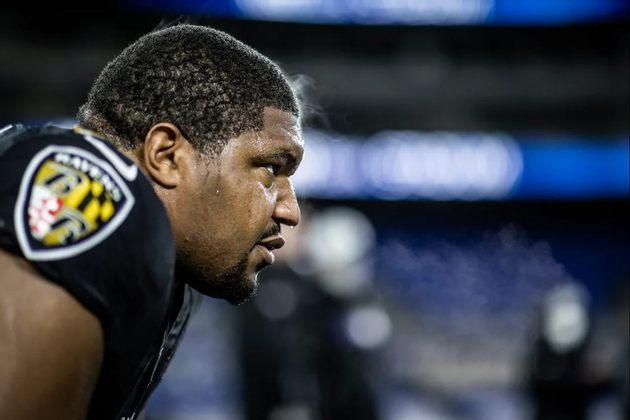 7. Calais Campbell (Baltimore Ravens): Rumo a sua 14ª temporada na NFL, Campbell provou sua versatilidade ao se reinventar migrando mais para o interior da linha defensiva alguns anos atrás. Dono da incrível marca de 92 sacks na carreira, o defensive end dos Ravens chegou ao seu quarto Pro Bowl consecutivo em 2020, totalizando seis na carreira, além de três indicações ao time All-Pro.