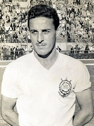 7) Cláudio - atacante - uma passagem: 1945 a 1957 - 550 jogos
