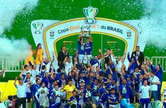 7° - Cruzeiro (7,24 milhões de torcedores) - Sete títulos: Dois Campeonatos Brasileiros (2013 e 2014), duas Copas do Brasil (2017 e 2018) e três estaduais (2014, 2018, 2019).
