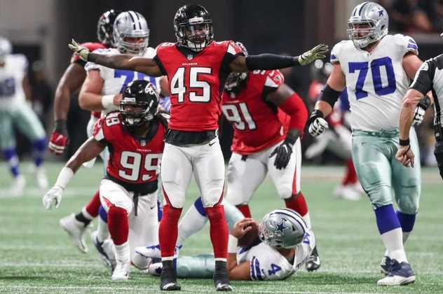 7. Deion Jones (Atlanta Falcons): Foi por um longo tempo que Deion Jones ostentou o status de melhor linebacker da liga em cobertura de passe. Como, portanto, não incluí-lo no nosso Top 10, já que esse é possivelmente o fundamento mais importante de um LB na NFL moderna? Jones ainda tem 27 anos e já é o grande líder da defesa de Atlanta, mas, com o time em reconstrução, é candidato a uma troca na pré-temporada.