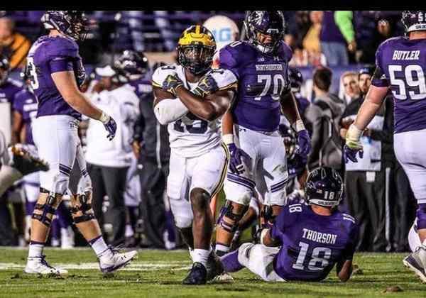 7º Detroit Lions - Kwity Paye (Edge - Michigan): A franquia precisa reforçar sua defesa. Paye é uma opção para tentar gerar pressão nos quarterbacks adversários e facilitar a vida da cobertura.