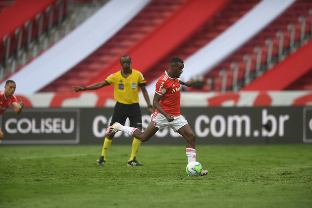 7º: Edenilson (Internacional) - oito pontos.
