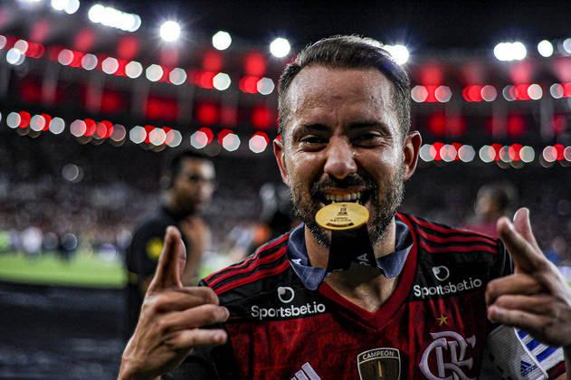 7 – Éverton Ribeiro, também do clube carioca, tem 3 milhões de seguidores na rede social.