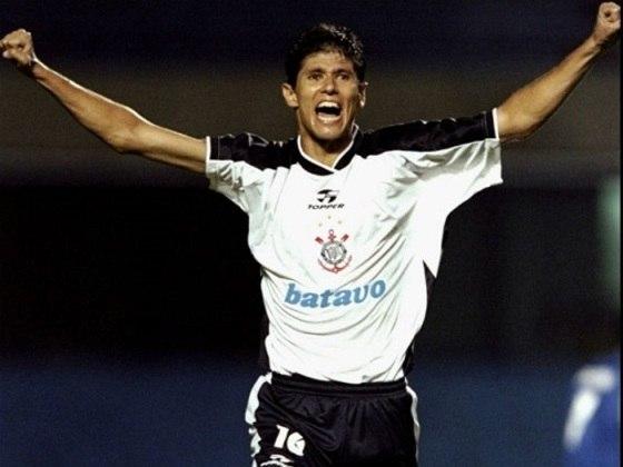 7º - Fábio Luciano - 15 gols em 167 jogos - 2000/2003