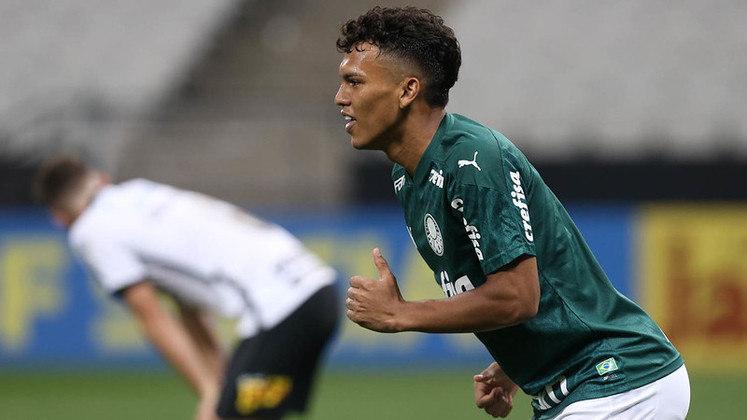 7º - GABRIEL VERON - Palmeiras (C$ 5,73) - Tem média de 5.98 em quatro partidas, devido principalmente aos seus dois gols e uma assistência no Brasileirão. Tem tudo para ganhar a titularidade em breve no Verdão e se tornar uma grande opção no Cartola.