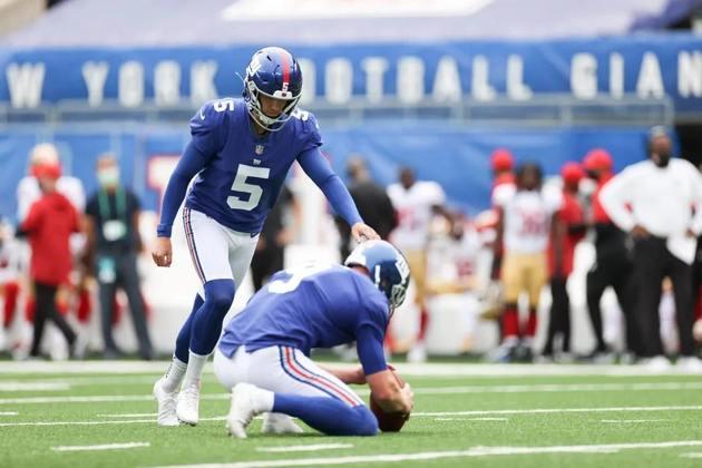 7. Graham Gano (New York Giants): Gano é mais um kicker que se reafirmou em 2020 após lesões em 2019: apenas um FG errado na temporada, sendo esse em um chute acima de 50 jardas. O aproveitamento de XPs foi abaixo de sua média, mas não há motivos pra duvidar que ele volte à sua normalidade daqui em diante