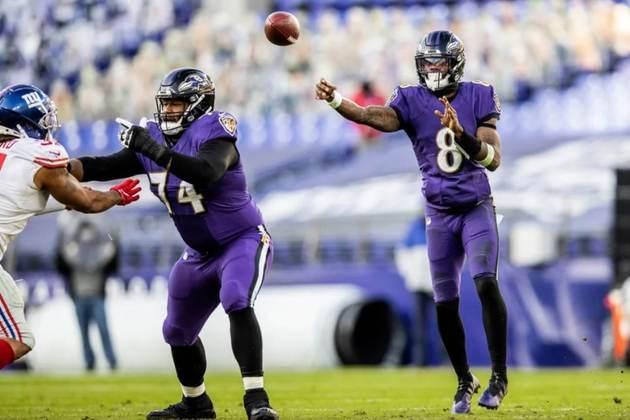7º Lamar Jackson (Baltimore Ravens): Assim como todo ataque de Baltimore, Lamar cresceu de produção nas últimas semanas e conduz o time aos playoffs.