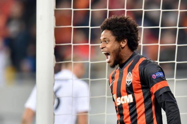 7º - Luiz Adriano - 21 gols em 47 jogos