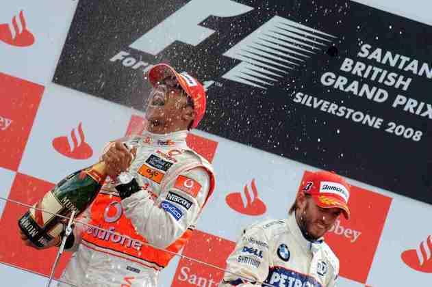 7 - O GP da Inglaterra marcou uma das maiores atuações da carreira de Lewis Hamilton. Em Silverstone, o então piloto da McLaren sumiu na frente da concorrência sob um enorme temporal