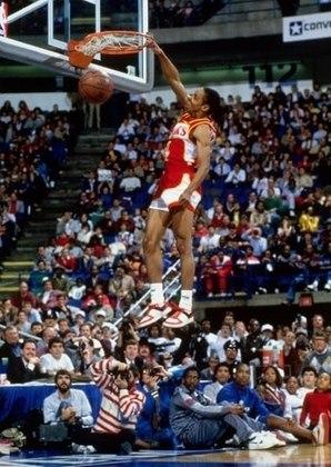 7 – SPUD WEBB (1,70m): Logo no seu ano de estreia na NBA, sagrou-se campeão do torneio de enterradas, sendo o jogador mais baixo a vencer o prêmio, superando seu companheiro de time, a lenda Dominique Wilkins. Porém, engana-se quem pensa que Webb teve destaque apenas por sua habilidade nas jogadas de efeito. Em 1991-92, o então armador do Sacramento Kings teve médias de 16.0 pontos, 7.1 assistências e 1.6 roubos de bola, em 77 jogos disputados