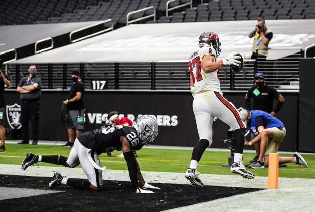 7 - Tampa Bay Buccaneers: Tom Brady está voando, a defesa está sufocante e Tampa começa a amedrontar os rivais da NFC.