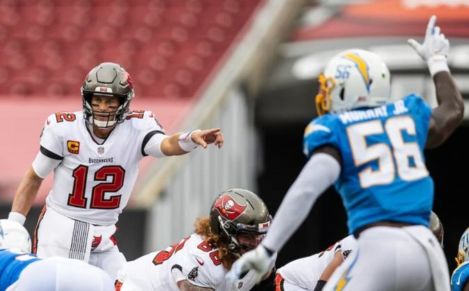 7º Tom Brady (Buccaneers): O vovô da NFL mostra que ainda tem muitos anos de futebol americano pela frente. Já são onze touchdowns e 1122 jardas aéreas