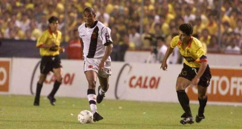 7 - Vasco 2 x 0 Barcelona (EQU): sem dúvidas, o jogo de ida da final da Libertadores de 1998 é uma das partidas mais marcantes da história do Vasco. Isso porque, graças aos gols de Luizão e Donizete, o Gigante da Colina conseguiu boa vantagem pro jogo de volta, que viria a ganhar de 2 a 1 para  consagrar-se campeão da América.