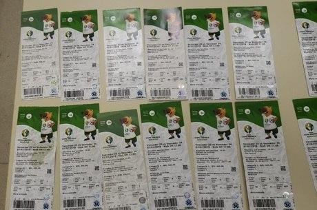 Resultado de imagem para Quadrilha é presa com ingressos falsos para a final da Copa América