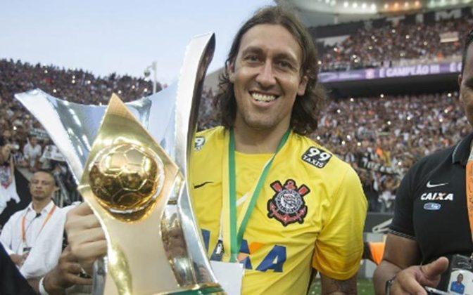 8º Cássio - 529 jogos - Primeiro entre os atletas em atividade na lista. O gaúcho, de Veranópolis, chegou ao Timão em 2012, vindo do futebol holandês, e não saiu mais. É o segundo jogador com mais títulos conquistados pelo Corinthians, nove.