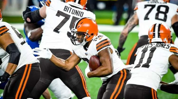 8º Cleveland Browns (10-4): Baker Mayfield está confiante e feliz. Joga o melhor futebol americano da sua - ainda curta - carreira na NFL. Kevin Stefanski merece palmas.