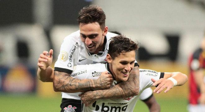 8º colocado – Corinthians (45 pontos/30 jogos): 0.016% de chances de ser campeão; 8.4% de chances de Libertadores (G6); 0.006% de chances de rebaixamento.