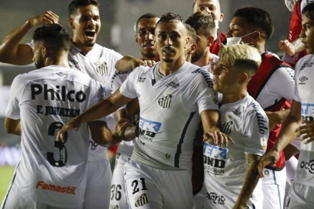 8º colocado – Santos (45 pontos/29 jogos): 0.12% de chances de ser campeão; 23.1% de chances de Libertadores (G6); 0.00% de chances de rebaixamento.