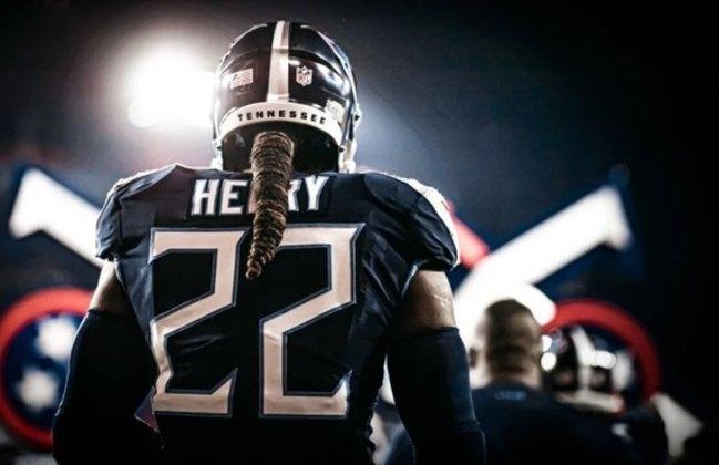 8º Derrick Henry - Principal estrela dos Titans e força ofensiva do time. O jogador está próximo das 1000 jardas corridas.