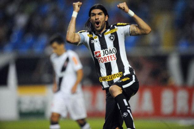 8º - Loco Abreu - 43 anos - uruguaio - 407 gols em 814 jogos - clube atual: Boston River-URU