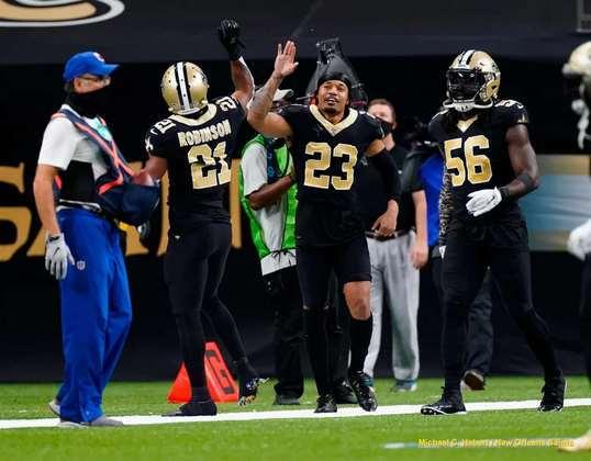 8. Marshon Lattimore (New Orleans Saints): Apesar de ter sido eleito ao Pro Bowl no ano passado, pela terceira vez na carreira, o cornerback dos Saints teve um dos piores anos de sua carreira em termos de cobertura de passe. Ainda assim, o restante de sua carreira foi sólido o suficiente para que o calouro defensivo de 2017 se mantenha no Top 10 por pelo menos mais um ano.