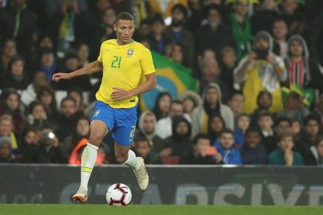 8) Richarlison: atacante do Everton, da Inglaterra, o jogador é constantemente convocado por Tite e já atuou em 19 partidas e balançou as redes em seis oportunidades.