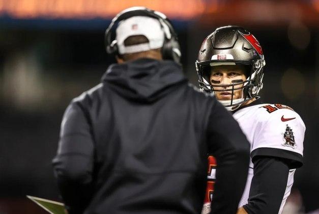 8º Tom Brady: O vovô já tem 12 touchdowns no ano, 1375 jardas e segue vencendo a batalha contra o tempo.