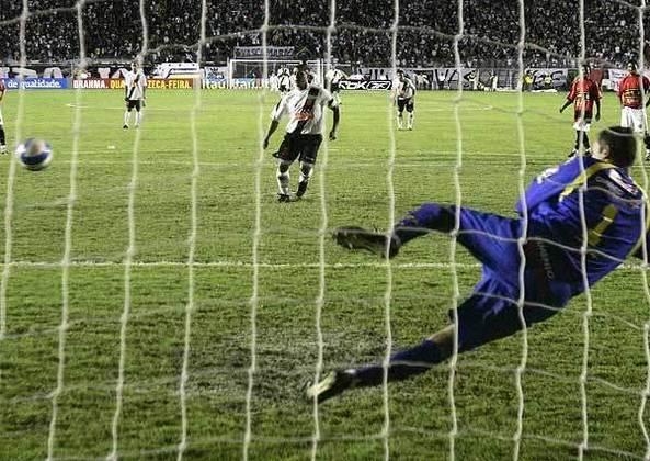 8 - Vasco 3 x 1 Sport: o dia 20 de maio de 2007 ficará eternizado na memória do torcedor vascaíno. Isso porque, na flor dos 41 anos, Romário fez história ao marcar seu milésimo gol na carreira, após boa cobrança de pênalti no canto direito de Magrão.