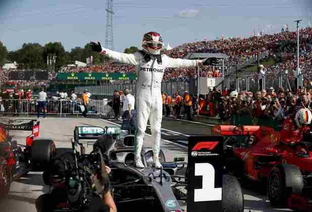 81 - Após uma sequência sem vitórias, Lewis Hamilton venceu o GP da Hungria de 2019