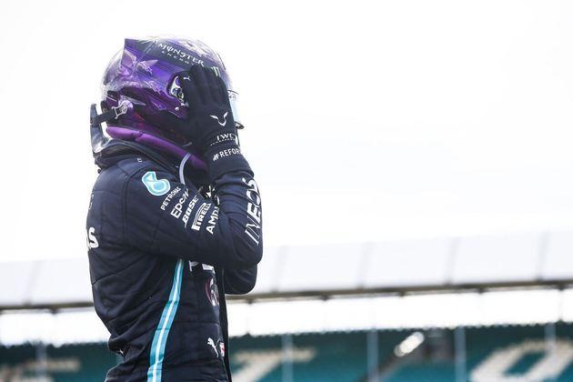 87 - Mesmo com um furo no pneu na volta final, Lewis Hamilton venceu o GP da Inglaterra de 2020