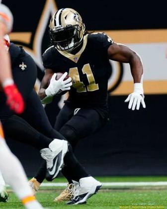 9º Alvin Kamara (New Orleans Saints): 1516 jardas de scrimmage e 15 touchdown totais. Kamara é uma força ofensiva em um ano que o ataque dos Saints sofreu com lesões.