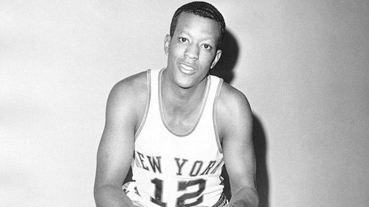 """9  - Bill McGill (1962 – Chicago Zephyrs / Washington Wizards): O """"extinto"""" Chicago Zephyrs escolheu Bill McGill na primeira escolha do draft de 1962, após o jogador ter registrado 38.8 pontos por jogo na Universidade de Utah. Acontece que no basquete profissional o ex-pivô nunca vingou e terminou a carreira com 10.2 pontos de média. McGill foi escolhido na frente da lenda John Havlicek."""
