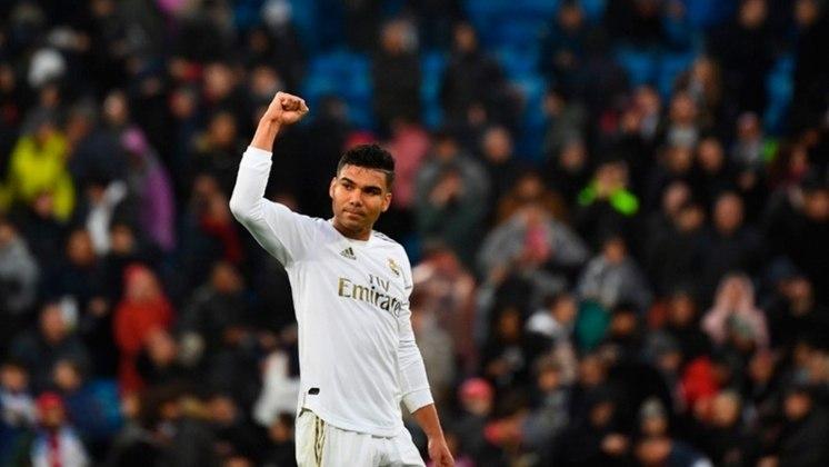 9. Casemiro: Volante - 64 milhões de euros (Real Madrid) - Jogador com mais minutos jogados pelo Real Madrid na última temporada,  Casemiro é peça-chave para o esquema de Zidane funcionar.