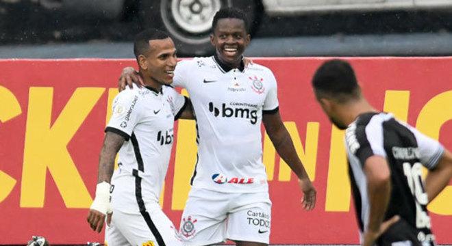 9º colocado – Corinthians (39 pontos/27 jogos): 0,030% de chances de ser campeão; 19,3% de chances de Libertadores (G6); 0,048% de chance de rebaixamento.