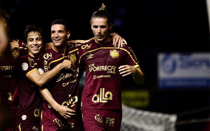 9º colocado – Sport (25 pontos) – 0,32% de chance de título; 11,2% para vaga na Libertadores (G6); 11,7% de chance de rebaixamento.