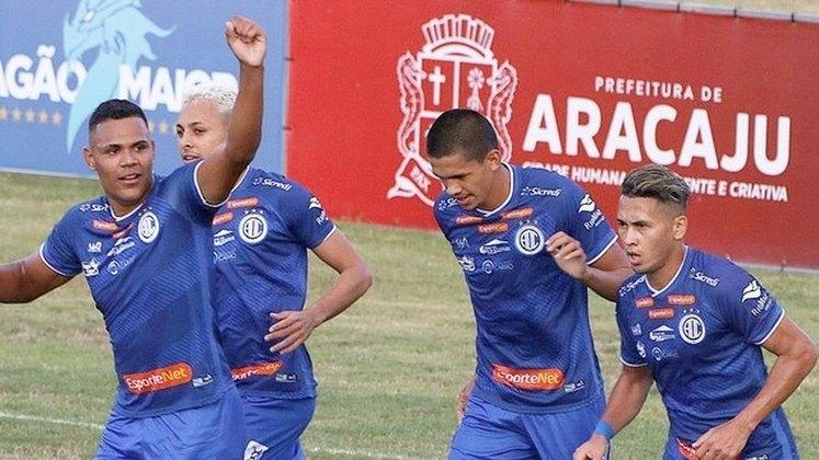 9- CONFIANÇA (SE) - Para poder enfrentar o Juventude, pela nona rodada da Série B do Brasileirão, a equipe de Aracajú viajou para Santa Catarina sem sete jogadores do seu plantel. Com tantos desfalques, a equipe nordestina saiu derrotada por 3 a 1.