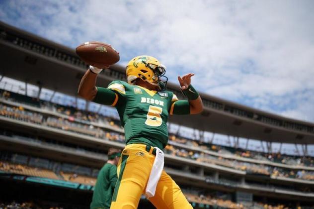 9º Denver Broncos - Trey Lance (QB/North Dakota State):  Com um time competitivo, os Broncos apostam alto em Lance como um upgrade em relação a Drew Lock. O QB de NDSU é dono de um grande atleticismo e um braço de elite.