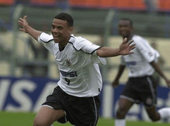 9) Gil – 16 gols (entre 2000 e 2005)