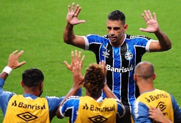 9º - Grêmio: 20 pontos - três vitórias - 11 empates - três derrotas - 14 gols feitos - 14 gols sofridos.