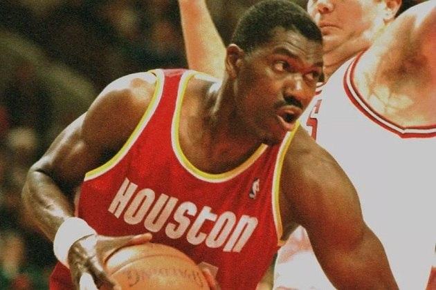 9- Houston Rockets (dois títulos): A equipe texana conquistou seus dois títulos na década de 90, nas temporadas 1994 e 1995, ambos sob a liderança do maior jogador da história da franquia, Hakeem Olajuwon