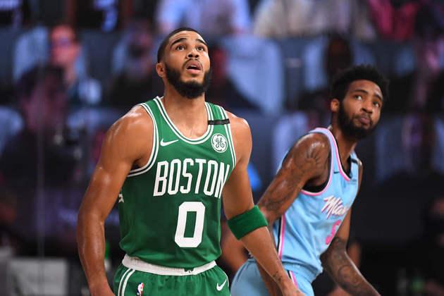 9-Jayson Tatum (Boston Celtics): 23 pontos, sete rebotes, nove em nove em lances livres. O jovem astro do Celtics voltou a fazer um bom jogo ofensivo, mas que não foi capaz de superar o Miami Heat na terça-feira. Foi a segunda derrota em três partidas na Flórida para o time de Massachusetts