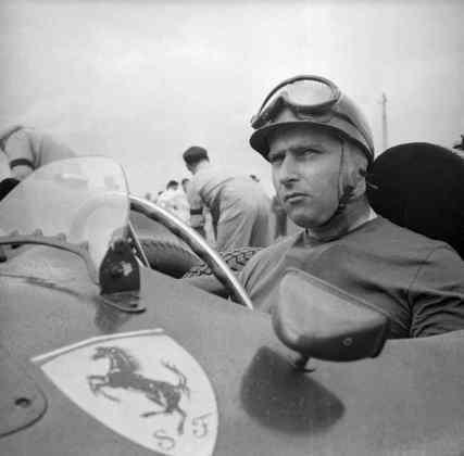 9 - Juan Manuel Fangio, 29 poles, a última delas com a Maserati 250F no GP da Argentina de 1968