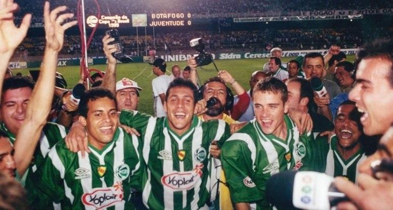 9º - Juventude - 1 título - Outro que venceu a Copa do Brasil no Maracanã foi o Juventude. E também com um empate. Após vencer o Botafogo por 2 a 1 no Sul, o 0 a 0 garantiu a taça aos catarinenses.