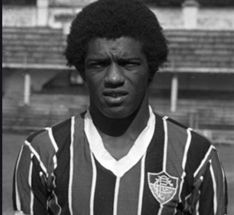 9 - Marco Antônio - Paulista nascido em 6/2/1951 em Santos. Seu primeiro clube foi a Portuguesa santista. Chegou ao Fluminense em 1968 e, no ano seguinte, com 18 anos, já estava na Seleção. Perdeu a titularidade na Copa de 70 para Everaldo. Na Copa de 1974 foi reserva de Marinho Chagas. Em 1978 estava cotado para a Copa da Argentina, mas não foi convocado pelo treinador Claudio Coutinho. Além do Flu, que defendeu até 1976, atuou por Vasco, Bangu e Botafogo. Aposentou-se em 1984.  Seu ponto forte: apoio.